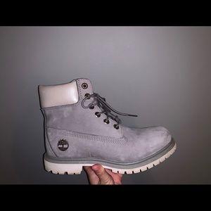 Light grey timberland boots. Women's size 7.5.